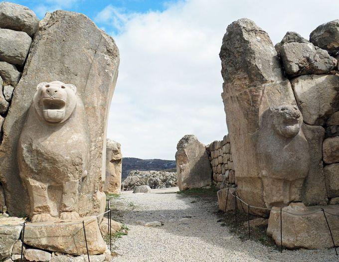 ライオン門の勇壮さに古代のヒッタイト帝国を幻想する
