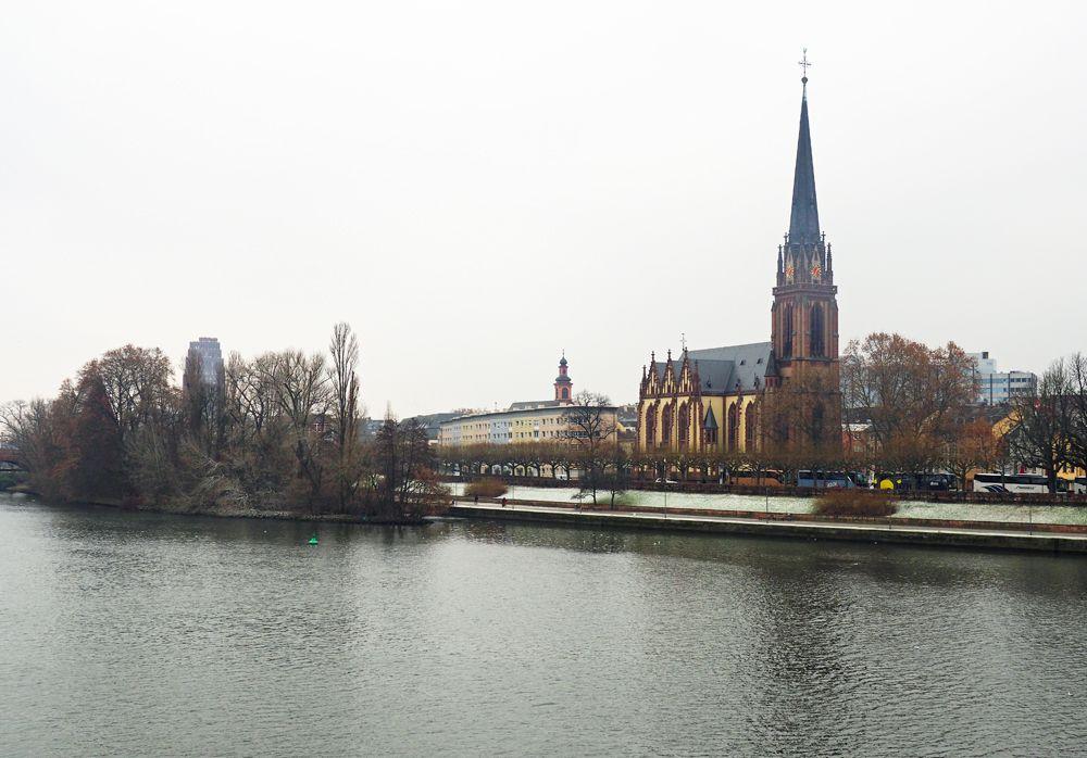 ドライケーニヒ教会は美しく、ドイツ騎士団教会は正教的!