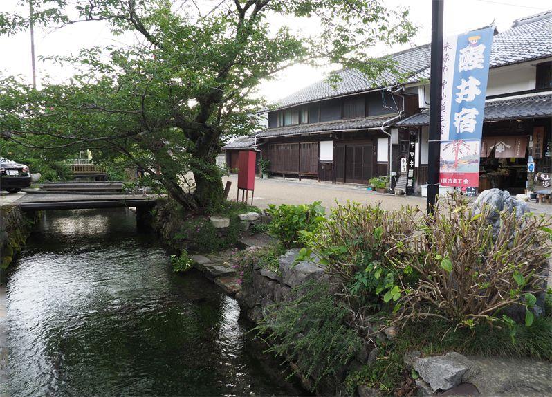 地蔵川に沿った醒井の街並みは情緒たっぷり!