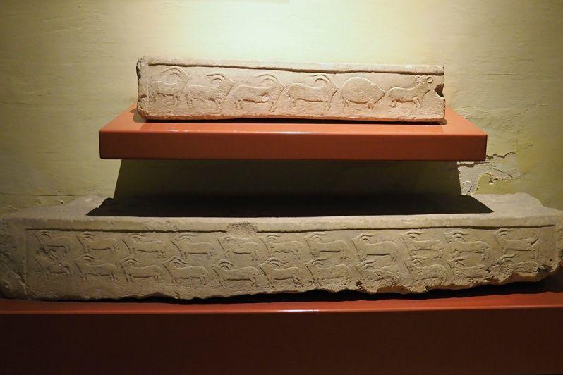 一階は魅力の巨石文化時代の展示コーナー!