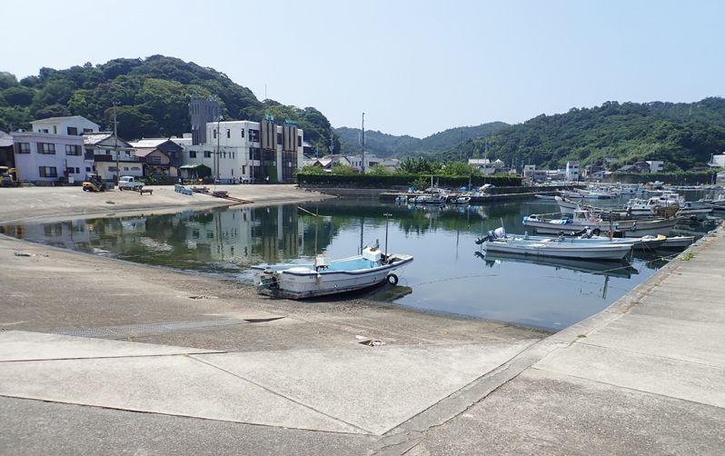 沼島概要 港風景