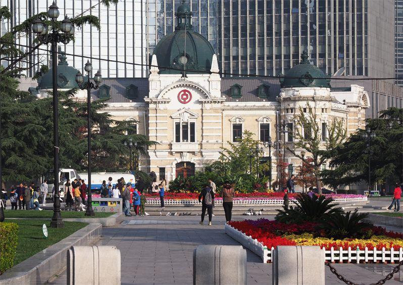 中山広場はレトロな建物が林立する!