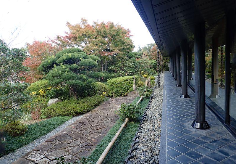 庭園や音楽ホールなど