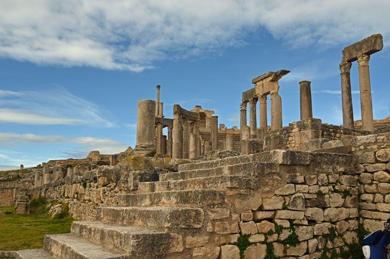 チュニジア最大のローマ遺跡ドゥッガに佇み古代世界を偲ぶ ...