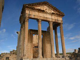 チュニジア最大のローマ遺跡ドゥッガに佇み古代世界を偲ぶ!
