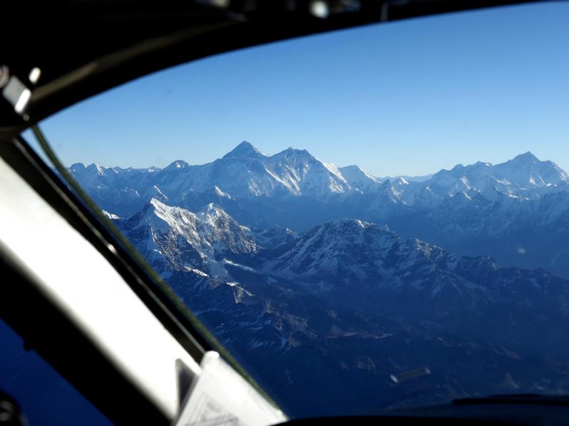 世界最高峰エベレストが見えるぞ!