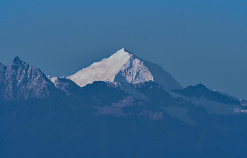 望遠レンズでとらえたヒマラヤの高峰たち