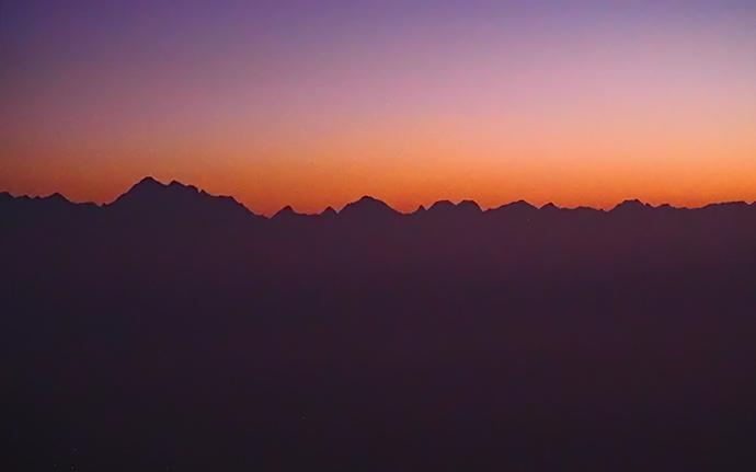 ネパールの景勝地「ナガルコット」で見るヒマラヤと月!