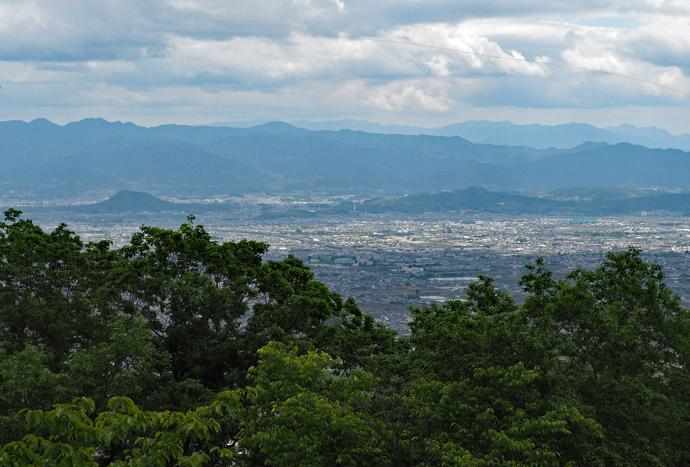 雌岳に登って奈良側の景観を楽しむ