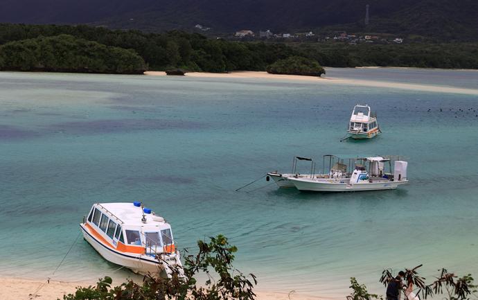 石垣島を取り巻くサンゴ礁