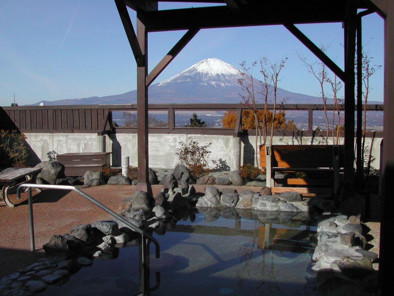 温泉会館とセットで訪れるのも面白い、富士八景の湯