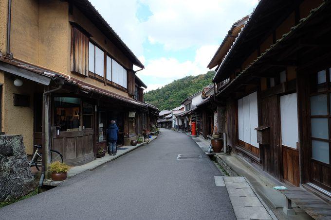町並み地区には武家屋敷から味のあるカフェまで。