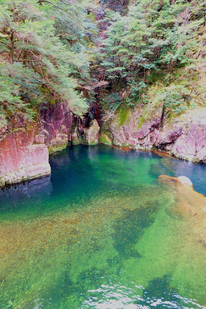 12.エメラルドグリーンに輝く観光名所「三段峡」