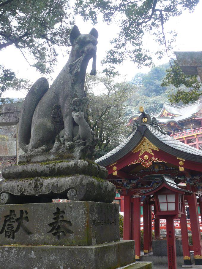 稲荷神社ならでは!狛犬ではなく狛狐がお出迎え。