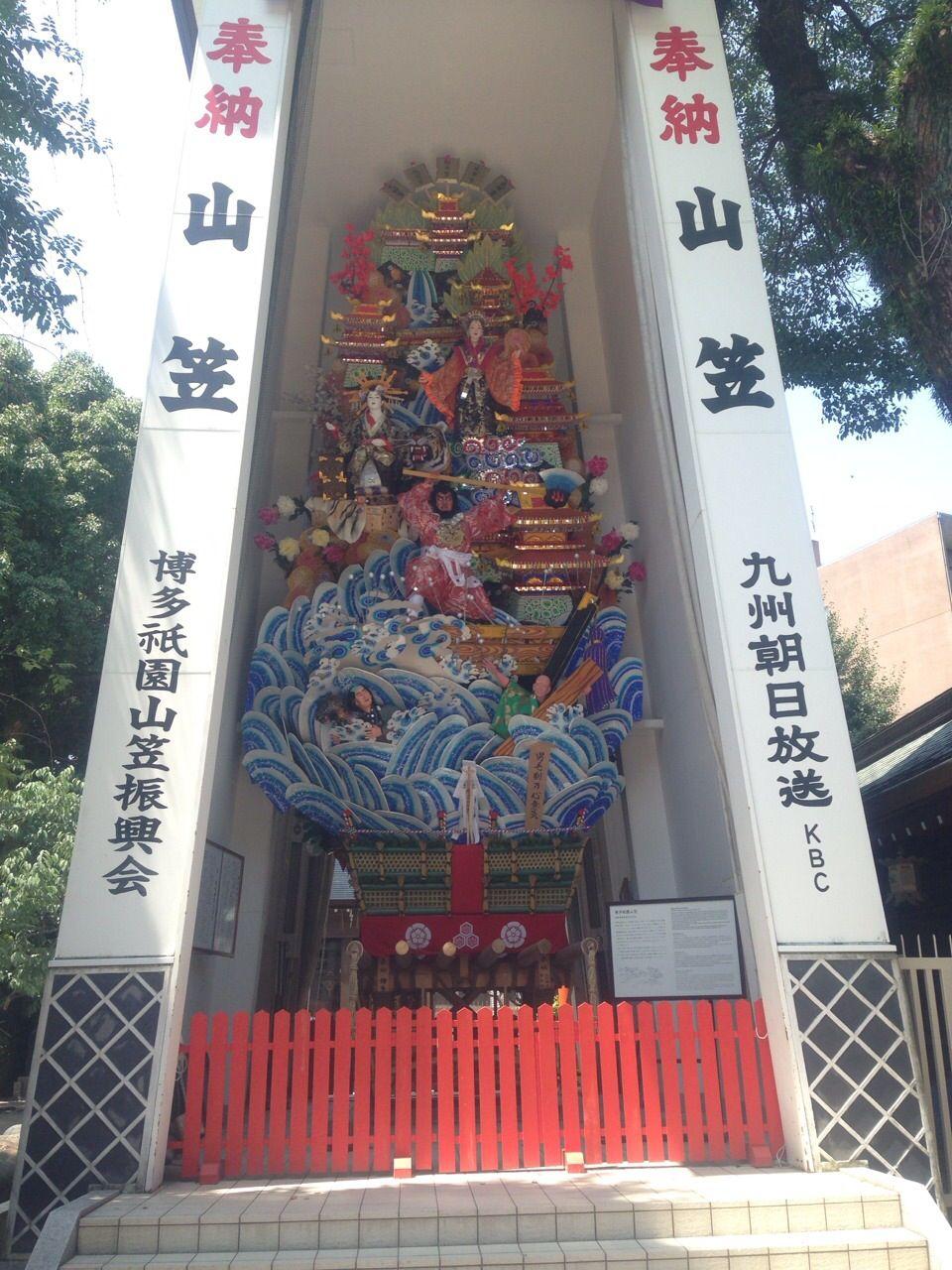 博多祇園山笠の奉納神社!境内には年中通してみれる飾り山も。