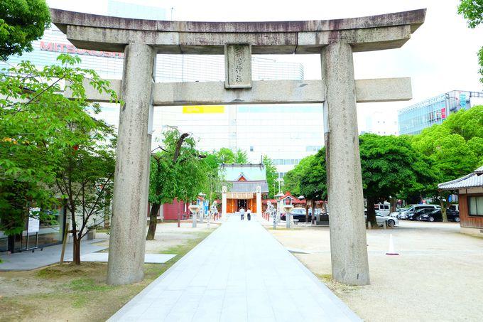 天神の街中にしっくり馴染む憩いの神社