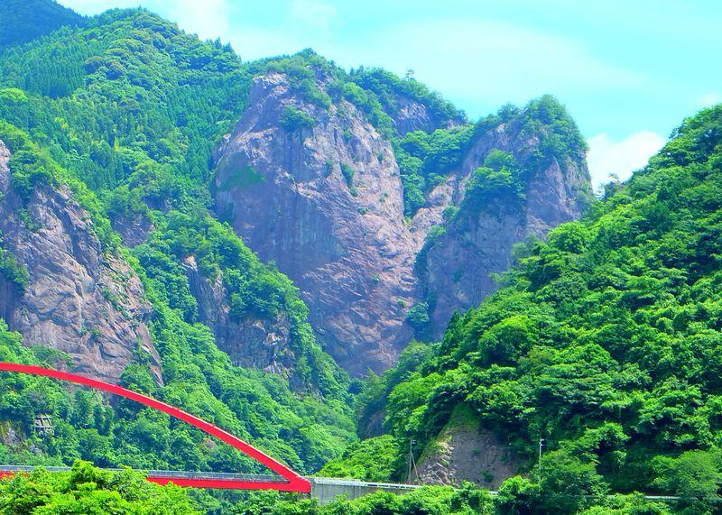 ハート岩は遠くからでも一目瞭然!福岡・八女の絶景ビュースポットで恋愛祈願