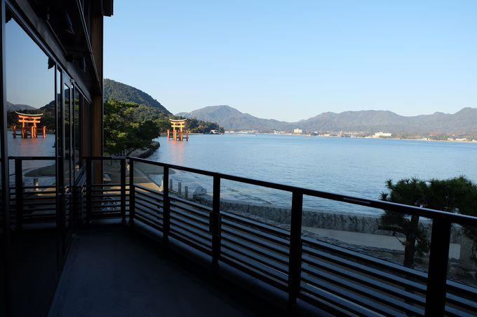 世界遺産・厳島神社の大鳥居を一望できる絶景バルコニー
