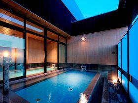 天空のスパで寛ぐ和モダンホテル「カンデオホテルズ広島八丁堀」