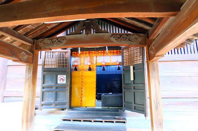 長〜い回廊と名物「鳴釜神事」