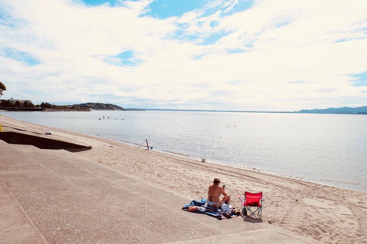 湖畔を散策
