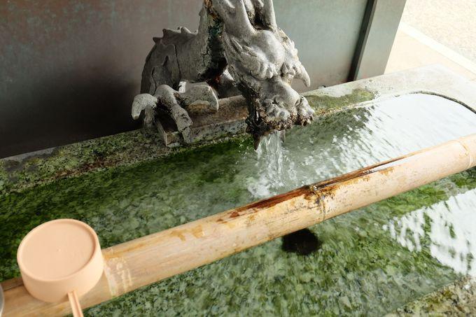 創建時より変わらぬ霊水「古井=恋」の水