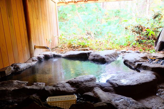 約15キロ先の源泉から引く100%かけ流しの温泉