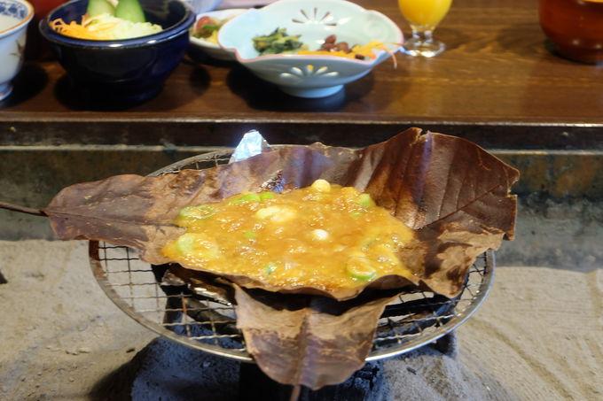 朴葉焼きの手作り味噌はお土産にも!