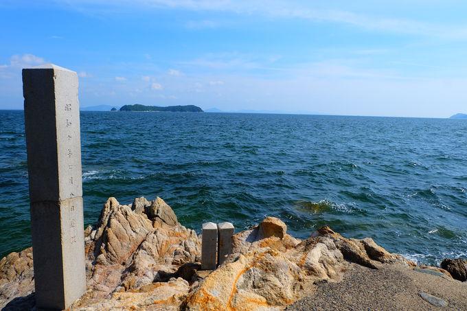 遊歩道で海を眺めながら散策