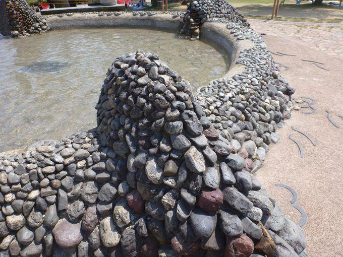 水遊びで楽しめる「水の広場」
