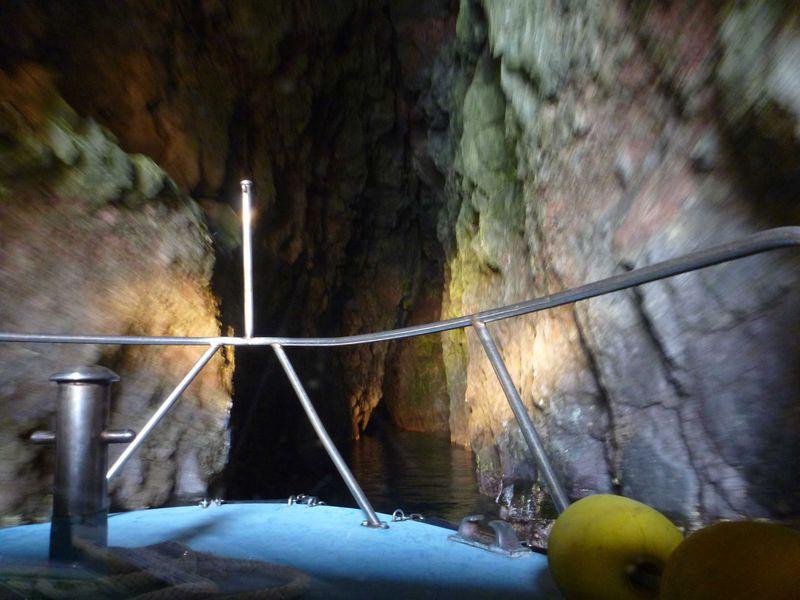 隠岐諸島イチオシの景勝地 奇岩あり!テーマパークさながらの洞窟あり!の「国賀海岸」を行く!!