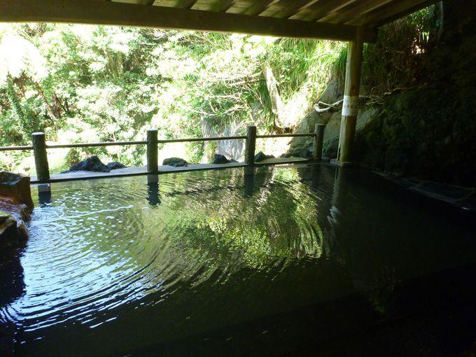 マイナスイオンたっぷりの絶景露天風呂