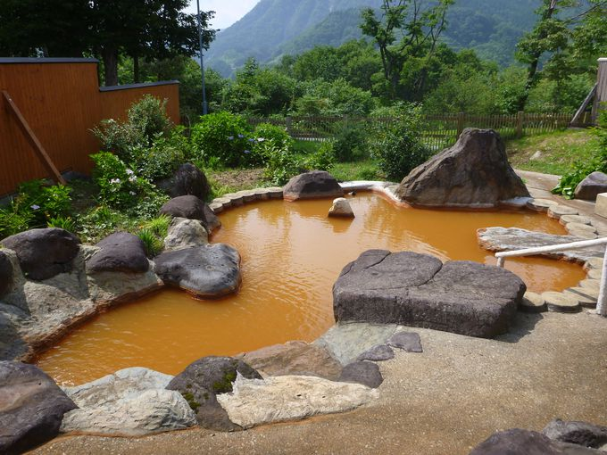オレンジ色に輝く露天風呂