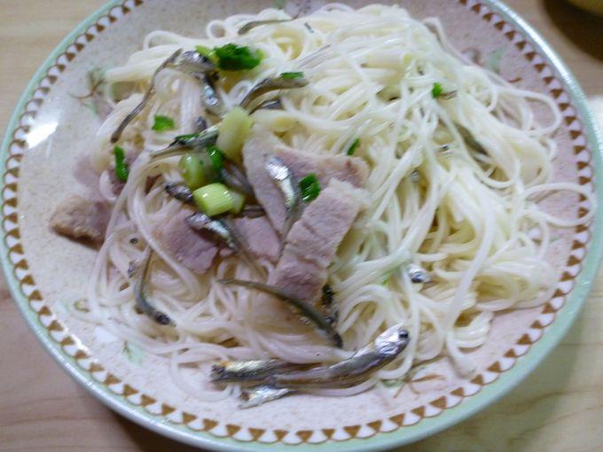 奄美大島の家庭料理の代表「油ぞうめん」