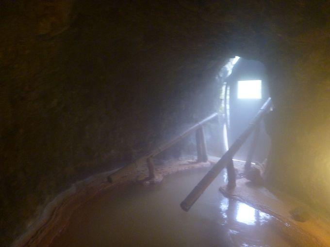 洞窟風呂を堪能しよう!