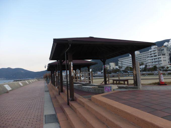 小浜温泉の日本一の超ロ〜ングな足湯「ほっとふっと105」