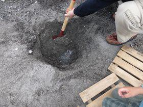 なんと無料で楽しめる!指宿・自分で掘って作る天然砂足湯