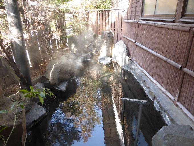 杖立川を見下ろす露天風呂