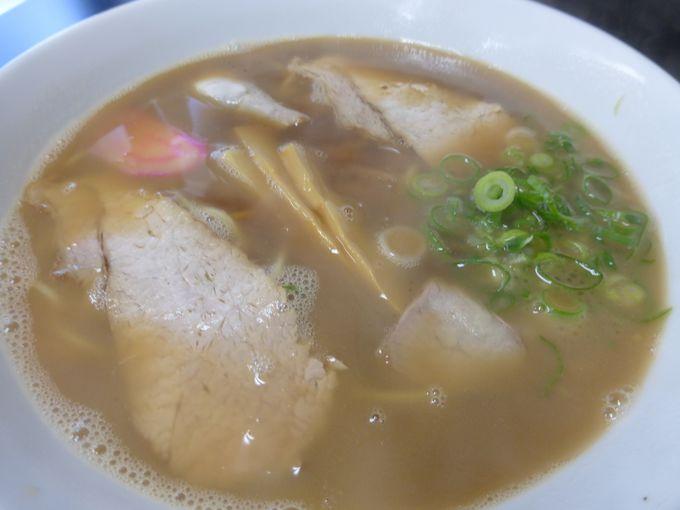 和歌山ラーメンの主流醤油ベーススープの名店「○京」
