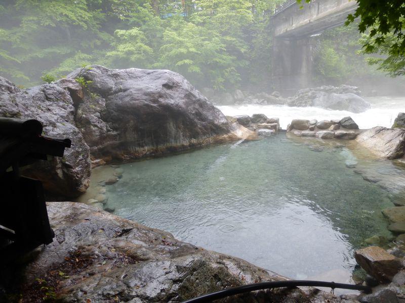 開放感抜群!人気の公共露天風呂「新穂高の湯」