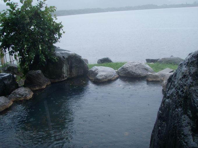 屈斜路湖畔にある人気の野天温泉「コタン温泉」