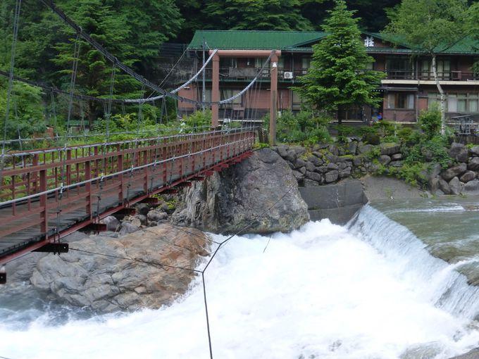 深山荘のシンボル「かじか橋」を渡ろう