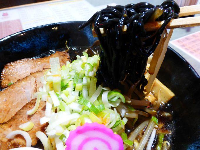 真っ黒〜いご当地麺「夕張黒ラーメン」