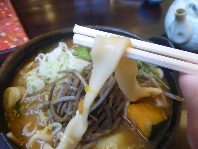ほうとう独特の極太麺を味わおう