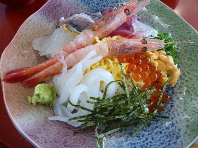 石見の美味しい魚介類がぎゅっと詰まった「えびす丼」