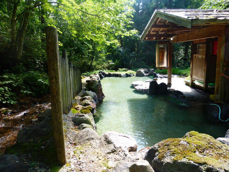 乳頭温泉郷・蟹場温泉は離れの露天風呂と大きな湯花が素敵