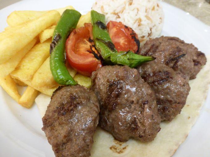 トルコ版ハンバーグ「キョフテ」