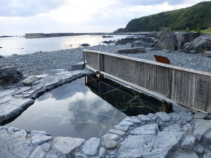 大海原を見ながらの露天風呂「湯泊(ゆどまり)温泉」