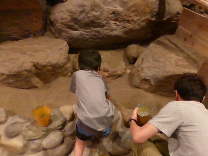 地下鉱山「ディープサンド」はチームで採掘