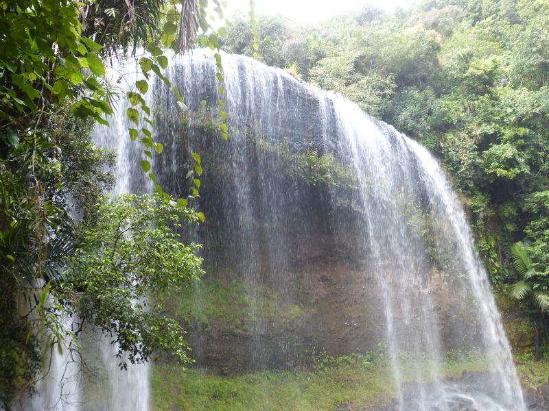 沢登りや廃線跡も!パラオ最大の滝「ガラスマオの滝」トレッキング